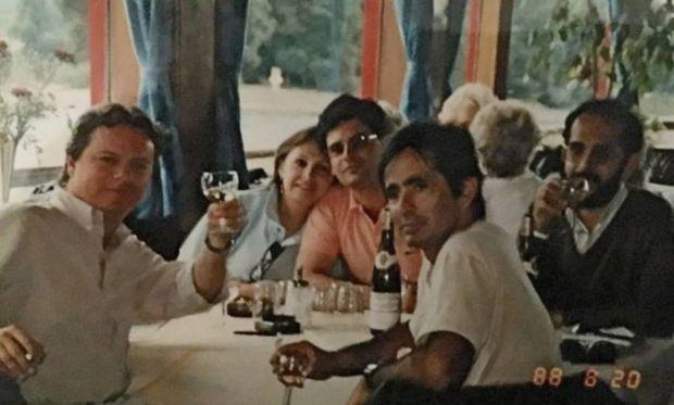 Janot (de camisa rosa) e Gilmar (à direita, com copo na mão): relação amistosa da viagem à Alemanha é só uma lembrança