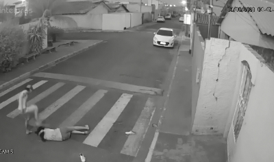 Jovem é agredida agredida pelo companheiro no meio da rua