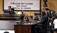 TCE multa servidor por acúmulo ilegal de cargos públicos