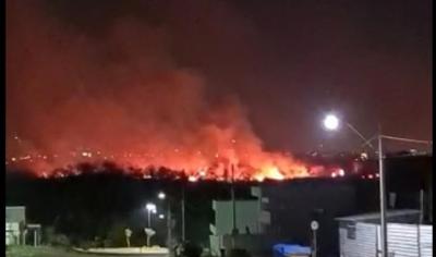 Incêndio toma conta de região de mata próximo a condomínio de luxo em Várzea Grande