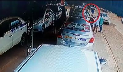 Vídeo registra homicídio de empresário com facada na rua e suspeito acaba preso