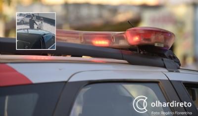 Bandidos armados invadem lava jato e roubam carro de cliente