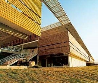 O Fórum abriga 45 varas cíveis e criminais de Cuiabá, tem menos de 10 anos de uso e custou cerca de R$ 60 milhões