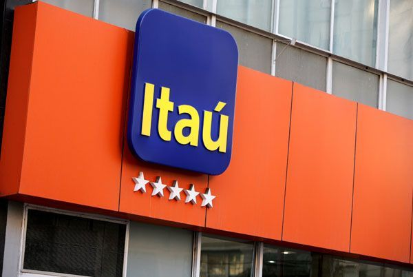 """Banco Itaú é condenado após supervisor chamar funcionárias de """"virgens de prostíbulo"""""""