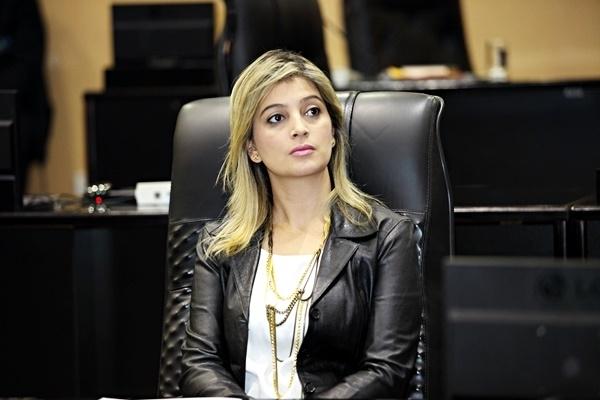Presidente do TJ suspende afastamento de Luciane Bezerra