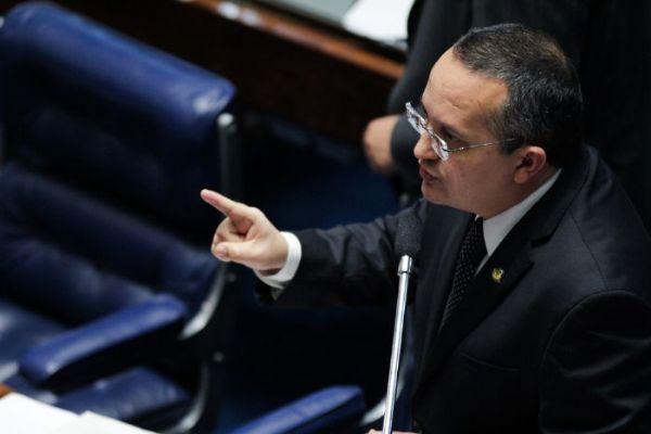 Com parecer favorável de Taques, assédio moral pode ser criminalizado como improbidade