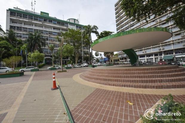 MP aciona prefeito e secretário por não cumprirem decisão judicial e manterem 2,6 mil contratados temporários