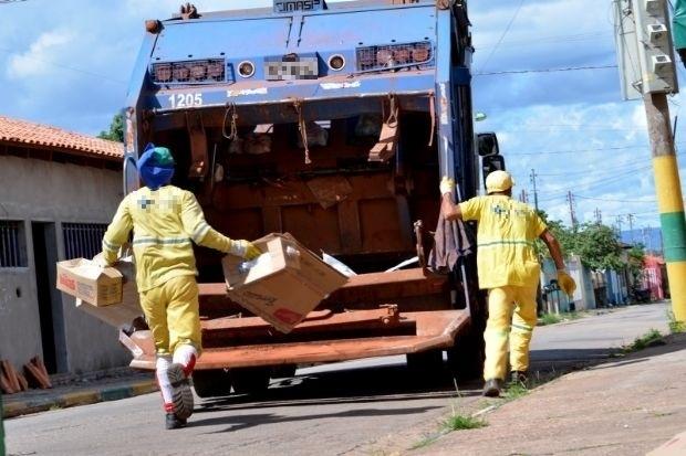 Justiça proíbe transporte de garis na parte externa de caminhões de lixo em cidade de MT