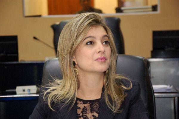 Delegada confirma investigação que apura repasse ilegal de R$ 700 mil a Luciane Bezerra