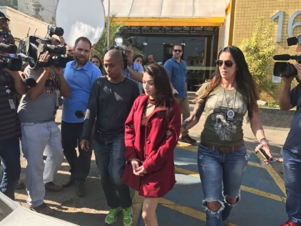Grávida, namorada do 'Dr. Bumbum' deixa a cadeia até julgamento de HC