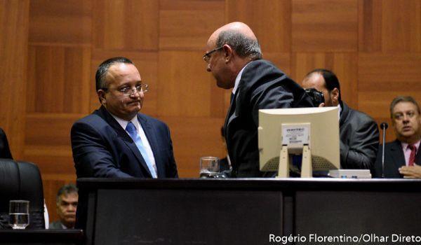 Juiz marca audiência de conciliação entre Taques e Riva por acusação contra governador