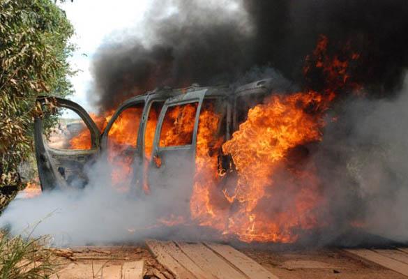 Veículo é incendiado por bandidos / Homero Sérgio - Querência Hoje