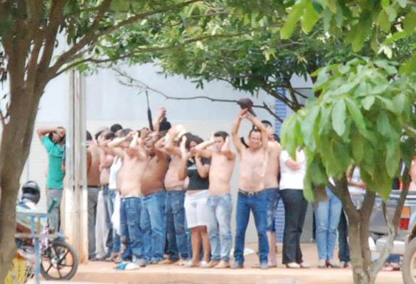 Clientes e funcionários feitos reféns duarante assalto / Homero Sérgio - Querência Hoje