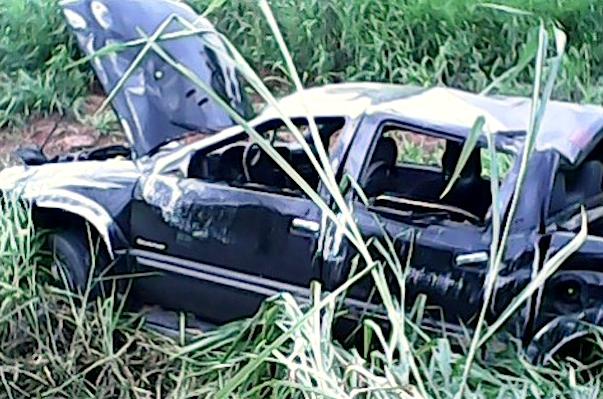 Mulher morre após capotar camionete na MT-130
